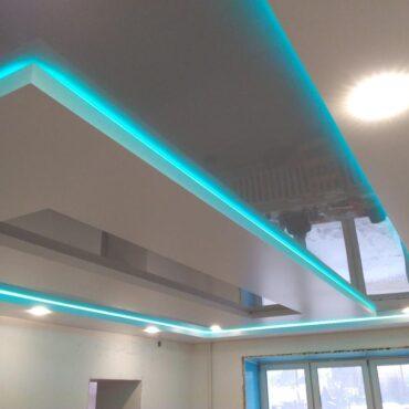 Двухуровневый потолок с световыми линиями